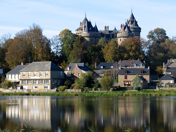 10 lieux hantés Chateau-combourg-lac-tranquille